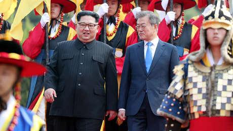 Los líderes de Corea del Norte y del Sur, Kim Jong-un y Moon Jae-in (respectivamente)