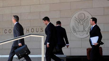Abogados de Michael Cohen y Donald Trump llegan a una audiencia del caso Daniels a una corte en Los Ángeles, California, EE.UU., 20 de abril de 2018.
