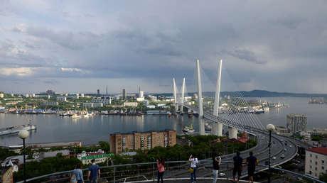 Vista general de la bahía de Zolotói Rog en Vladivostok, Rusia.