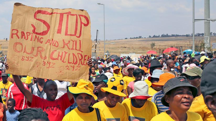 """""""Demasiado joven para testificar"""":  Suspenso en el caso de violación de una niña de 2 años en África"""