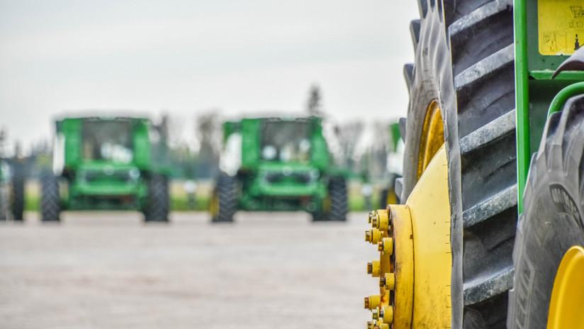FOTO: Tres gigantescas púas de tractor le perforan el pecho a un granjero y vive para contarlo