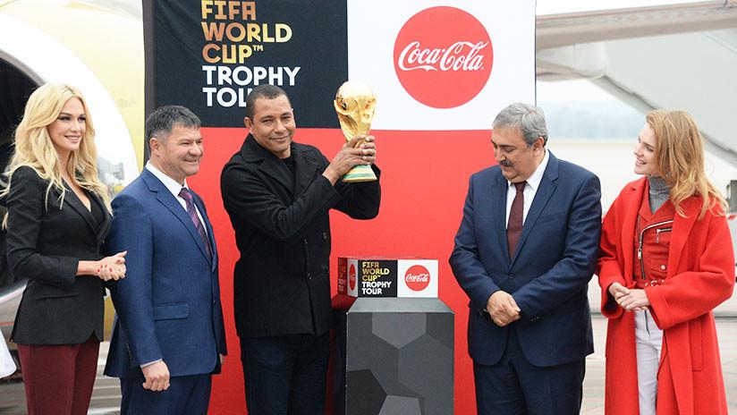 FOTO: La copa del Mundial de Rusia 2018 llega a Vladivostok