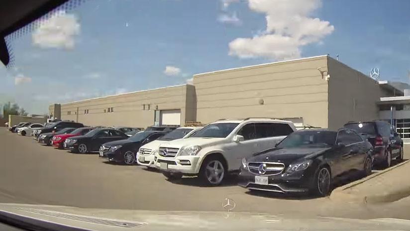 VIDEO: Deja su auto en un taller con la cámara encendida y graba el 'servicio' que menos esperaba