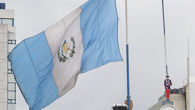 FOTO: La bandera de Guatemala ya ondea en su nueva embajada en Jerusalén