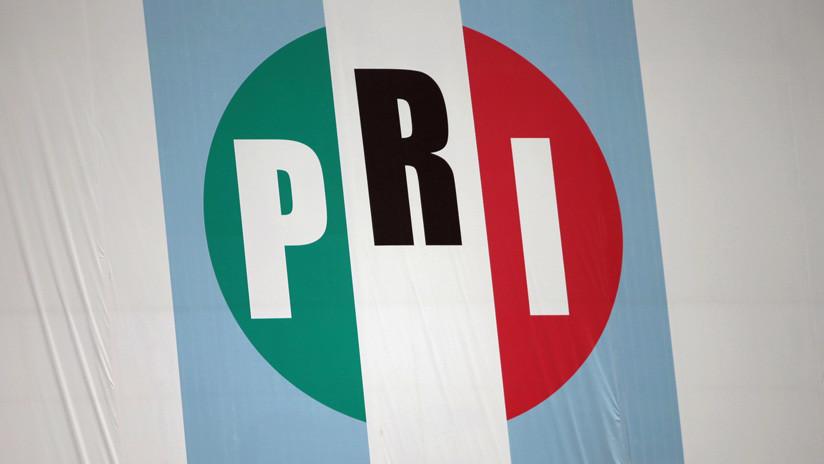 Dos líderes del partido gobernante de México dejan sus cargos
