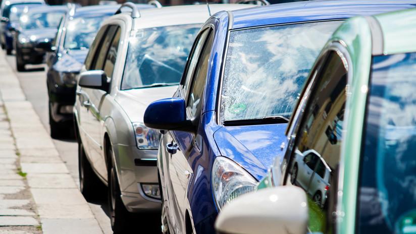 Una anciana pide que la ayuden a estacionar y muere atropellada por su propio auto