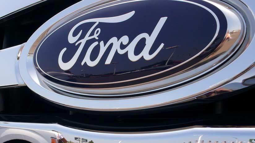 Ford desarrolla un automóvil que incluye una moto eléctrica eyectable