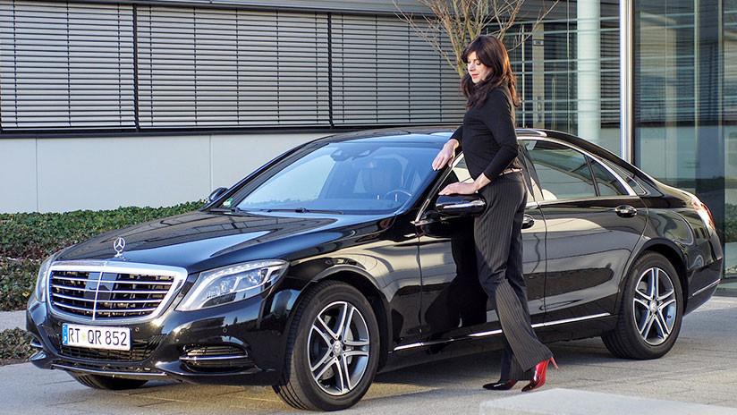Una mujer pide un Mercedes-Benz para probarlo y no lo devuelve más