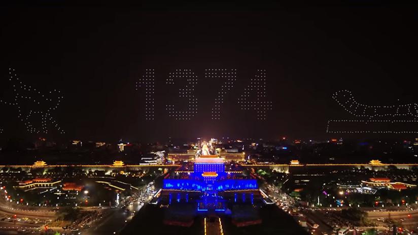 ¿La rebelión de los drones? El baile de 1.374 navecillas bate récord mundial pero con pasos caóticos