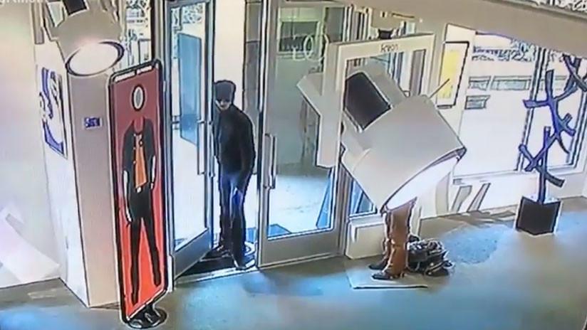 Venganza con mucho arte: Le hace perder 3 millones de dólares al padre y nadie sabe por qué (VIDEO)