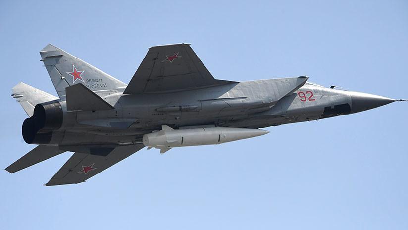 VIDEO: Rusia exhibe en el cielo de Moscú sus armas más avanzadas, los Su-57 y los misiles Kinzhal