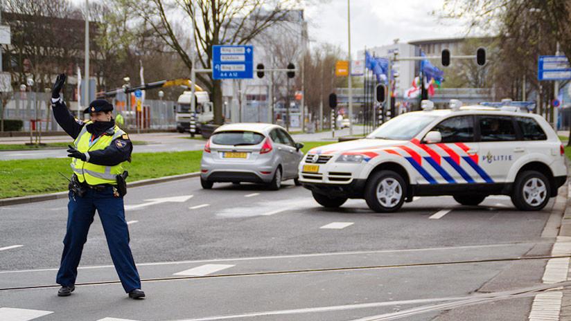 """Países Bajos: Un hombre ataca con un cuchillo a clientes de un café al grito de """"Allahu akbar"""""""