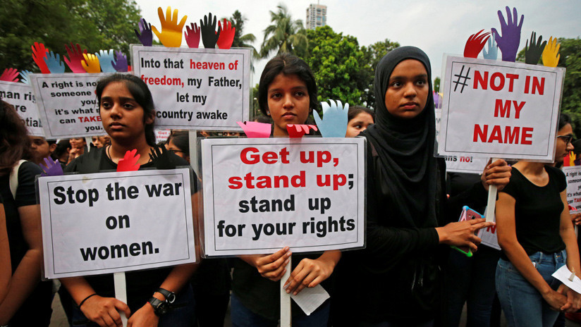 India: Los condenan a hacer ejercicios por violar a una menor y en venganza la queman viva
