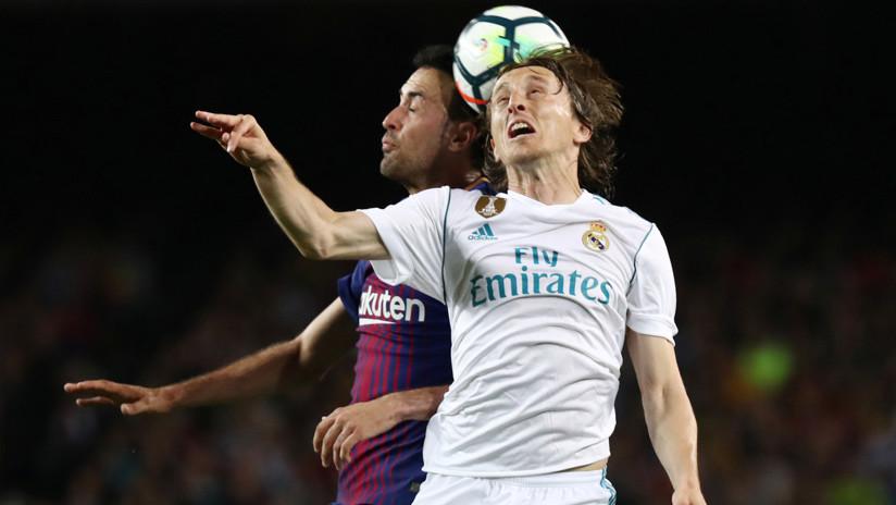 El Barcelona y el Real Madrid inflaman un Clásico sin nada en juego (2-2)