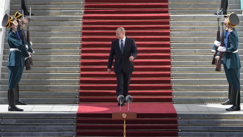 Auto nuevo, selfis y una canción especial: Cinco grandes momentos en la investidura de Putin