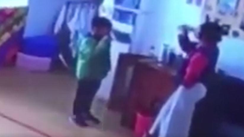 VIDEO: Una maestra de un jardín infantil obliga a sus alumnos a tomar agua hirviendo como castigo