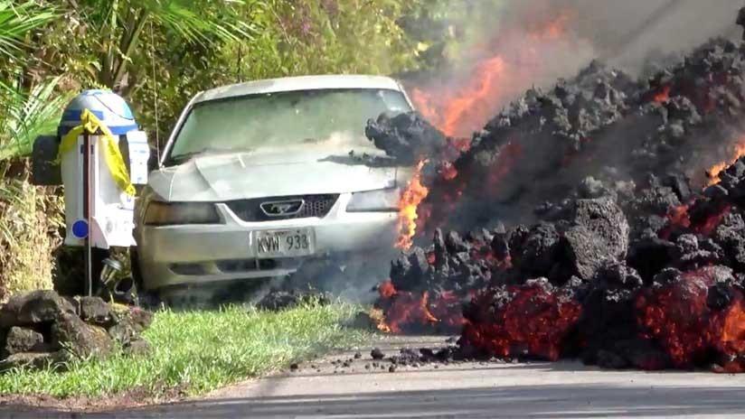 VIDEO: Una enorme avalancha de lava devora un vehículo en Hawái