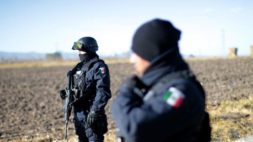 México: saqueo de tren cargado de maíz concluye con varios policías heridos