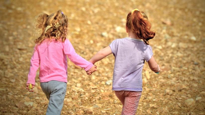 Dos niñas de 10 y 11 años son acusadas por conspirar para matar a una compañera de escuela en EE.UU.