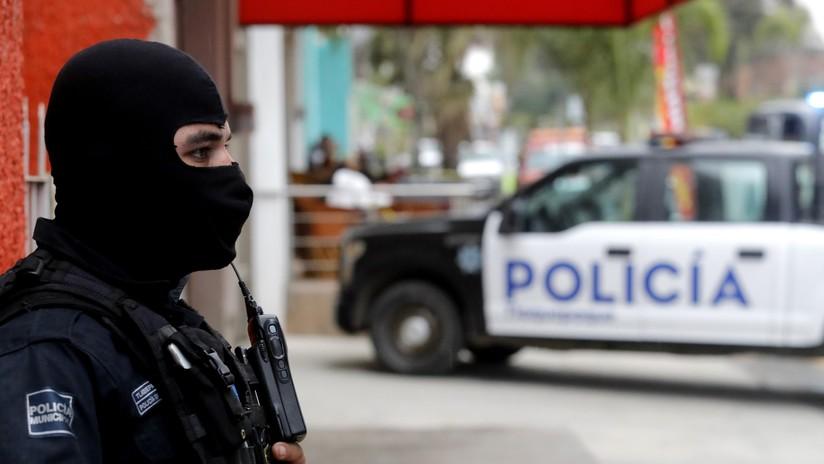 VIDEO: Golpean y obligan a caminar desnudo a un presunto ladrón en México