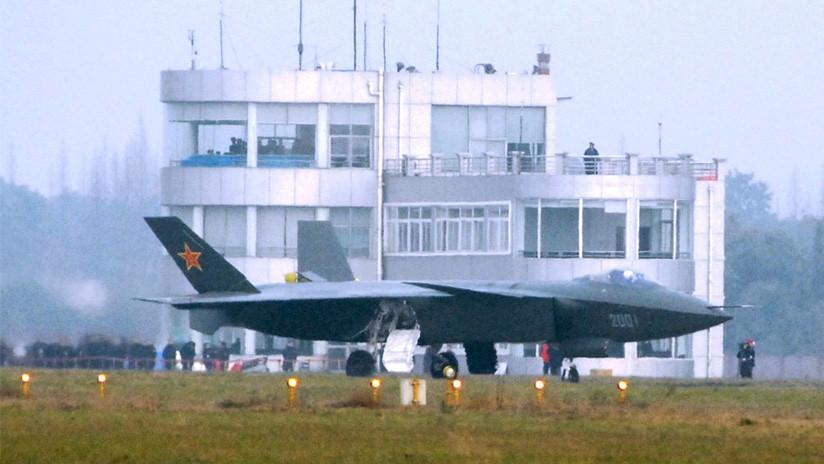 El primer caza furtivo chino J-20 ya participa en ejercicios navales