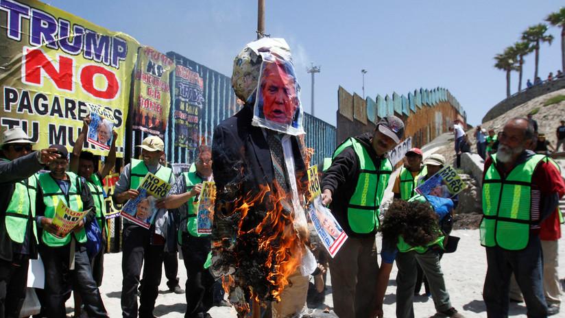 VIDEO: Protesta de la 'Mega Mentada' contra Trump en Tijuana, junto a la frontera con EE.UU.