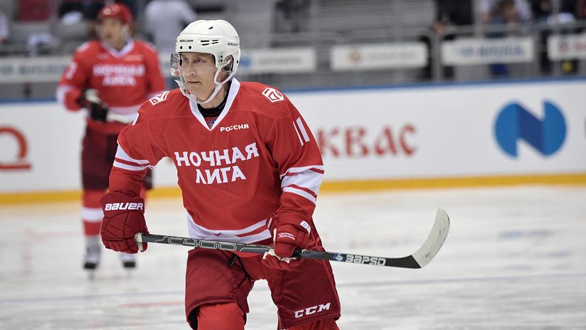 VIDEO: Putin marca cinco goles en partido de hockey de una liga de aficionados