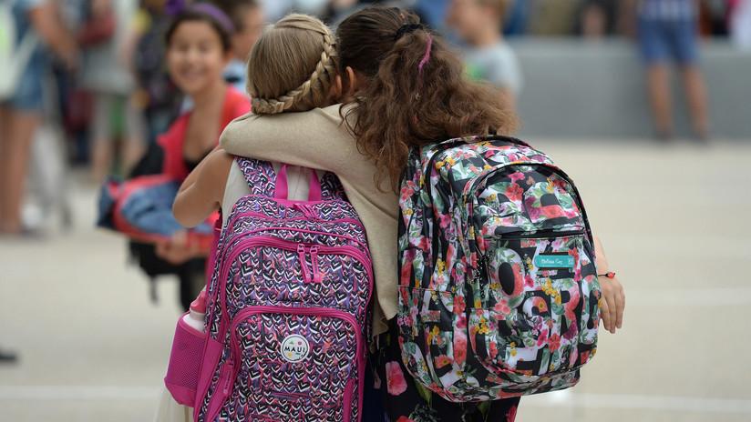 Ministerio de Educación regula el peso de las mochilas escolares — Ecuador