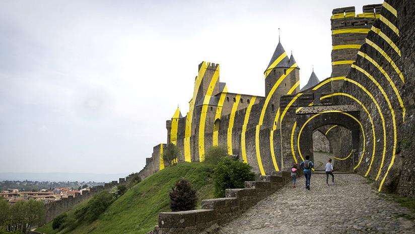FOTOS: Pintan una ilusión óptica en un icónico castillo francés y enfurecen a los lugareños