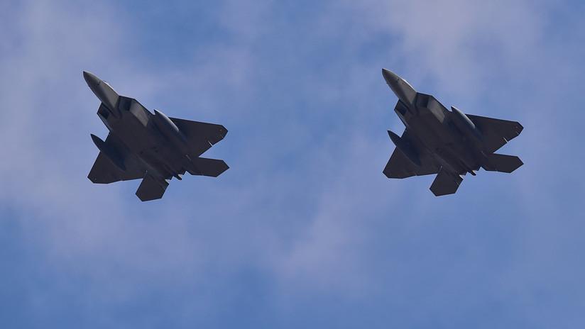 Cazas F-22 de EE.UU. escoltan a aviones rusos que realizaban vuelos programados