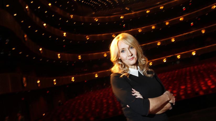 J.K. Rowling se mofa de Trump por su firma grande y las redes no la perdonan