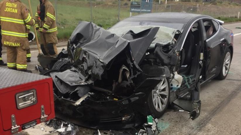 FOTO: Un Tesla protagoniza un nuevo accidente en EE.UU. al estrellarse contra un camión de bomberos