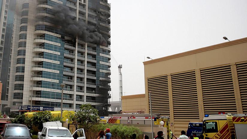 Un edificio residencial se incendia en Dubái (VIDEOS)