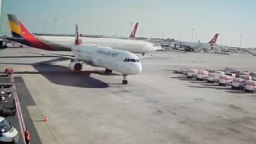 VIDEO: Un avión de pasajeros golpea con su ala la cola de un A321 en el aeropuerto de Estambul