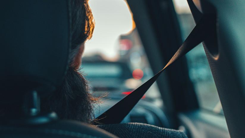 FOTOS: Mujer indignada por corte de luz irrumpe en auto a toda marcha en oficina de servicio