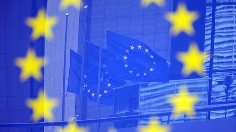 La UE e Irán acuerdan reforzar su diálogo para preservar el acuerdo nuclear