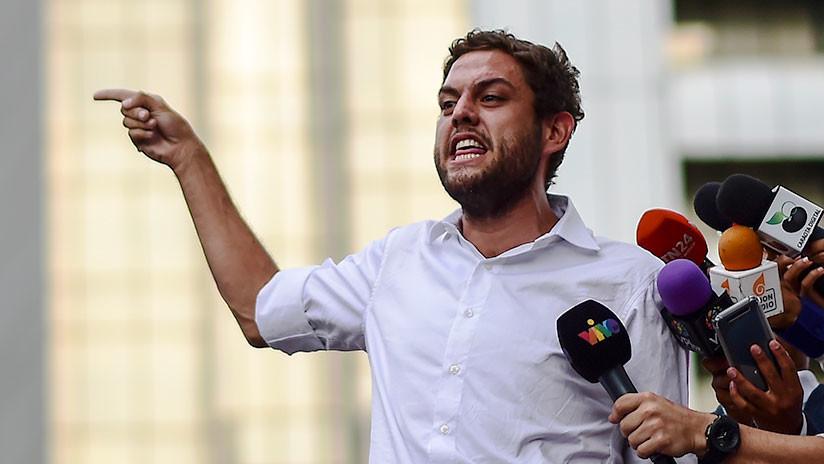 VIDEO: Diputado opositor golpea a una guardia frente al parlamento venezolano
