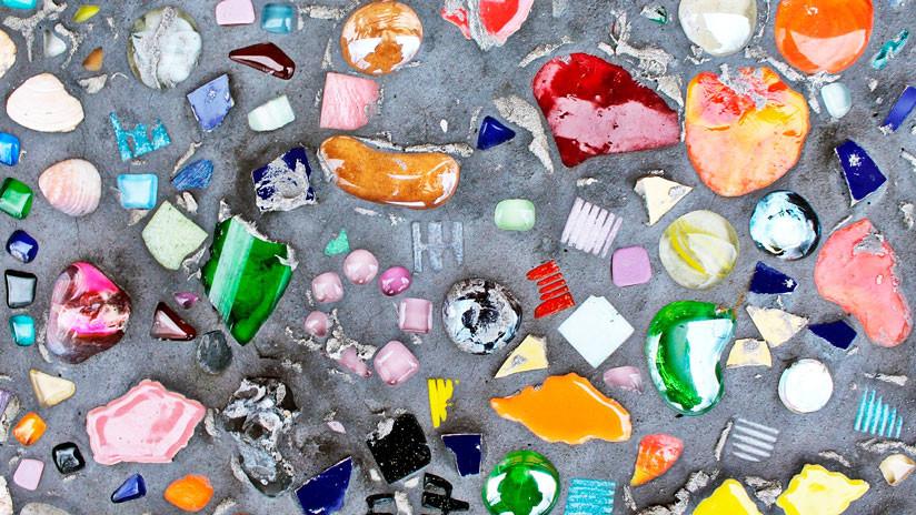 Advierten de los peligros de 'rocas' plásticas que aparecen en las costas de Reino Unido