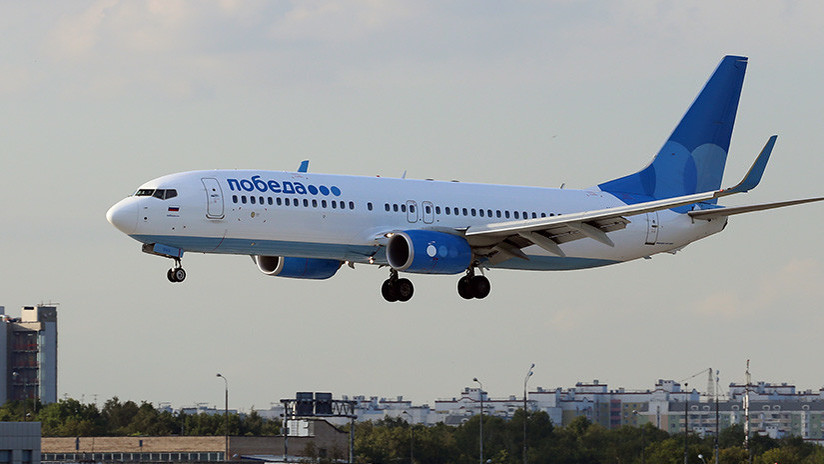 Un Boeing 737 de una aerolínea rusa, obligado a volver a Moscú por fallo del motor