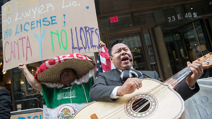Protestas en Nueva York contra el abogado que arremetía contra los que hablaban español en un bar