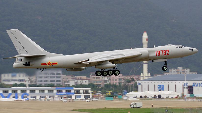 Bombarderos chinos aterrizan por primera vez en islas en disputa en el mar de la China Meridional