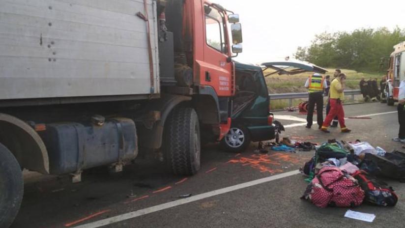 FUERTES VIDEOS: Un chófer de bus transmite su propia muerte al chocar con un camión