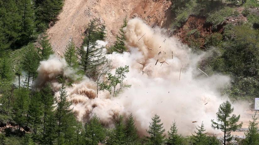Explosiones y humo: El polígono nuclear norcoreano completamente destruido