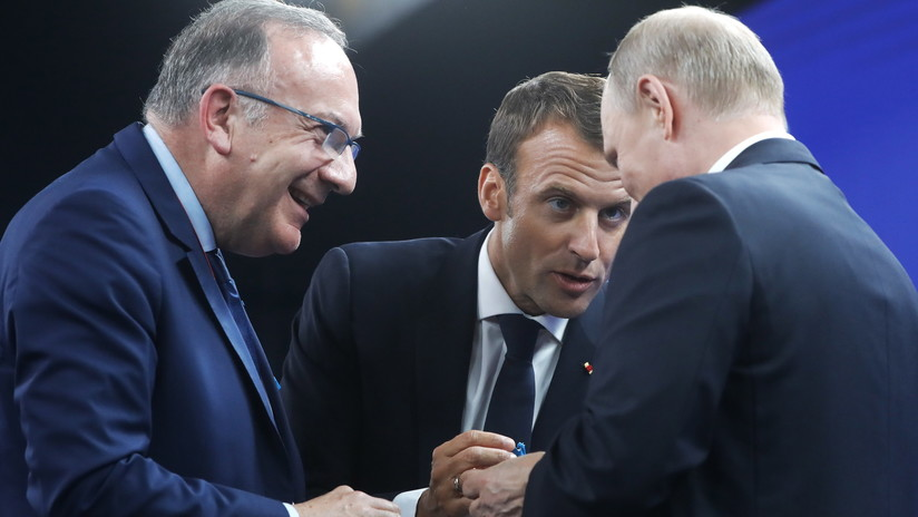 VIDEO: El curioso regalo que recibió Putin en el Foro Económico Internacional de San Petersburgo