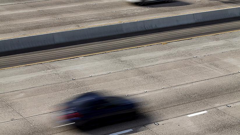 Intentan deshacerse de una pistola arrojándola a una autopista y cae en el lugar equivocado (FOTO)