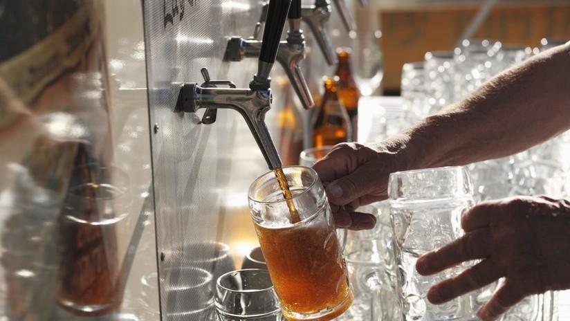 """¿La probaría? Suecia presenta una """"cerveza basura"""" elaborada a partir de aguas residuales"""