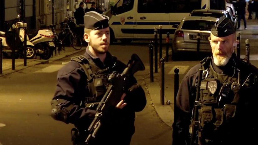 Asesinan a tiros con fusiles Kaláshnikov a dos hombres en Francia