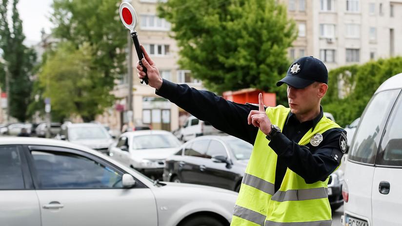 'Loca academia de policía': Una joven al volante desata la persecución más absurda y cómica (VIDEO)