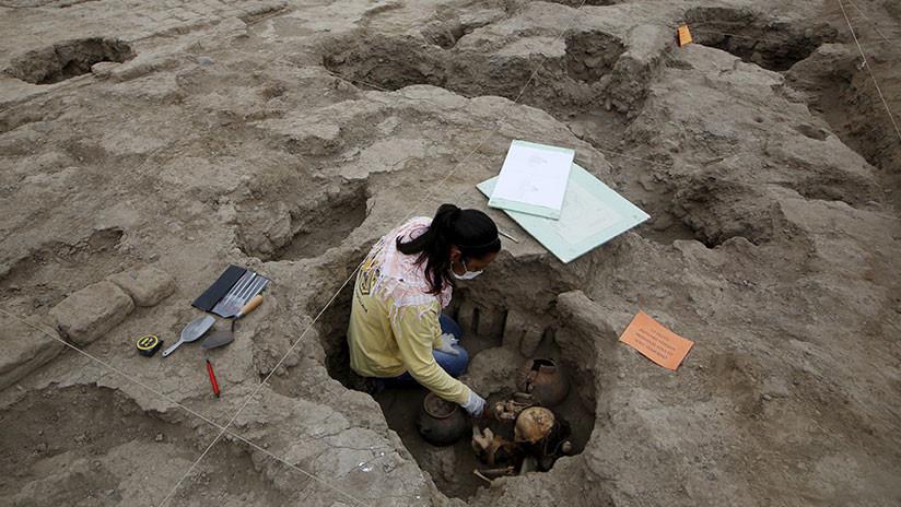 Encuentran en Perú una momia intacta de 1.000 años envuelta en un 'ataúd' de algodón (VIDEO)