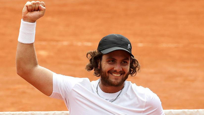 Tenista viaja diez horas en auto para participar en el Roland Garros como 'lucky loser' y gana